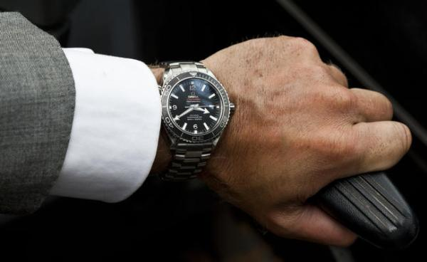 daniel_craig_in_skyfall_wearing_omega_seamaster_3